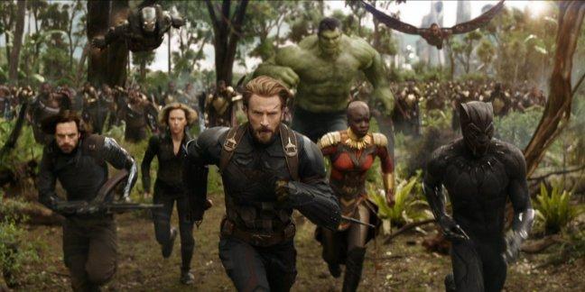 avengers-infinity-war-running-hulk-1107648.jpg